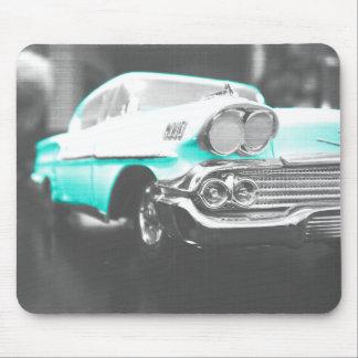 1958 chevyインパラの明るく青くクラシックな車 マウスパッド