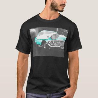 1958 chevyインパラの明るく青くクラシックな車 tシャツ
