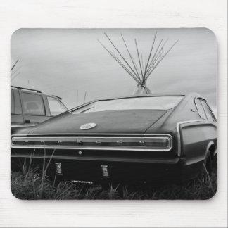 1966のごまかしの充電器(B/W) マウスパッド