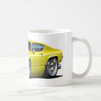 1968-69年のChevelleの黄色い車 コーヒーマグカップ