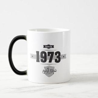 1973年に生まれて下さい(Dark&Lightgrey) モーフィングマグカップ
