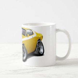 1973-74年のロードランナーの黄色白の車 コーヒーマグカップ