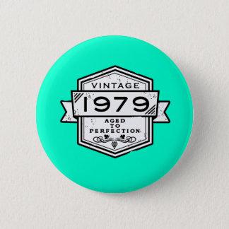 1979完全さに老化させて 5.7CM 丸型バッジ