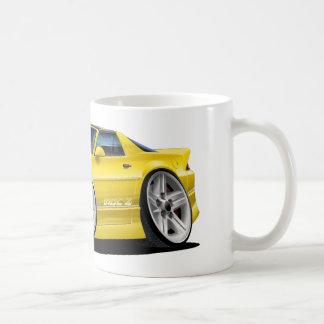 1982-92年のCamaroの黄色い車 コーヒーマグカップ