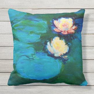 2つのスイレンの花のクロード・モネのファインアート クッション