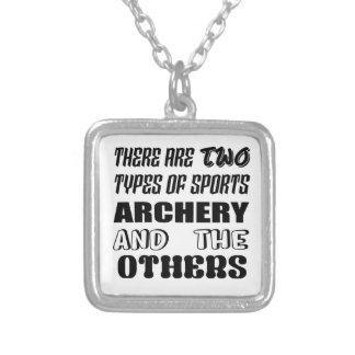 2つのタイプのスポーツのアーチェリーおよび他があります シルバープレートネックレス