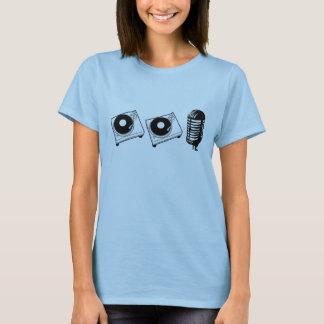 2つのターンテーブルおよびマイクロフォン Tシャツ