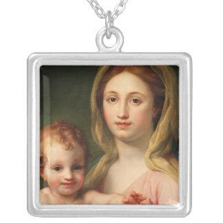 2つの天使のマドンナそして子供、1770-73年 シルバープレートネックレス