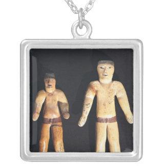 2つの男性の小像、Recuay文化 シルバープレートネックレス