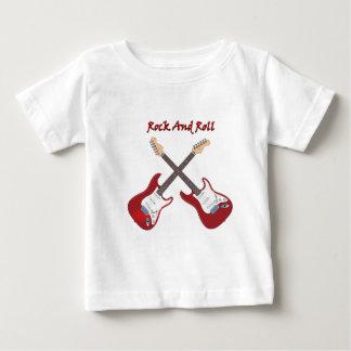 2つの白く赤いエレキギターとのロックンロール ベビーTシャツ