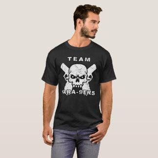 2つの9MMのピストルおよびスカルを特色にしているチームPARA-9ERS Tシャツ