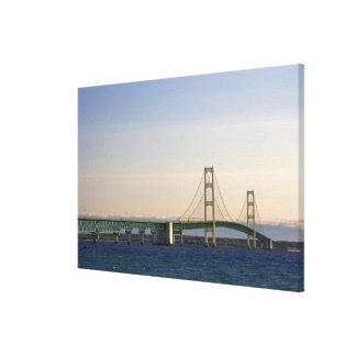 2の海峡に及ぶマキナック橋 キャンバスプリント