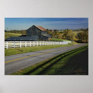 2のBluegrassの地域による田園道 ポスター