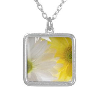 2デイジーの花柄のネックレス シルバープレートネックレス