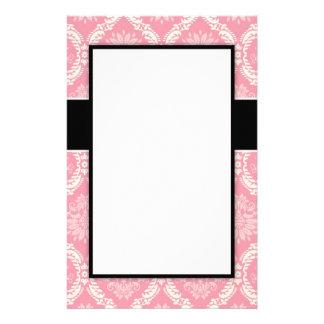 2ピンクおよびクリーム色のエレガントなパステル調の柔らかいダマスク織 便箋