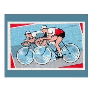 2人のサイクリストのヴィンテージのプリント ポストカード