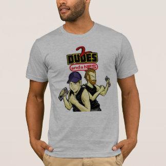 2人の男およびNESのロゴのワイシャツ Tシャツ