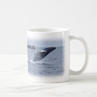 2匹の破るザトウクジラのマグ コーヒーマグカップ