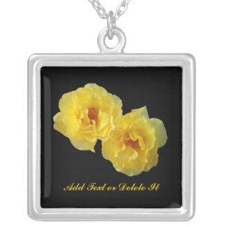 2匹の黄色バラ シルバープレートネックレス