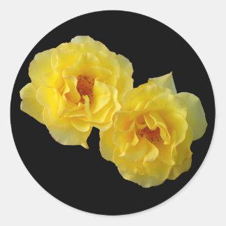 2匹の黄色バラ ラウンドシール