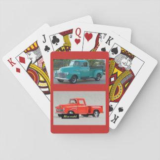 2台の小型トラックが付いているカードを遊ぶことのデッキ トランプ