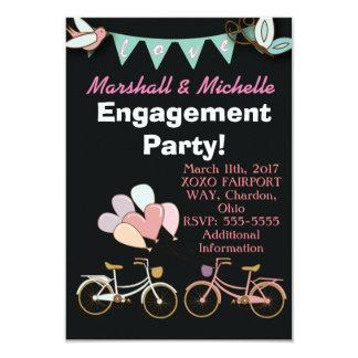 2台の自転車の婚約パーティの招待状の気球 カード