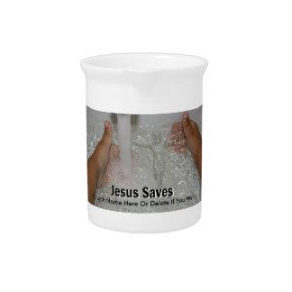 2本の親指を搭載する水のイエス・キリストは教会プロモーションを持ち上げます ピッチャー