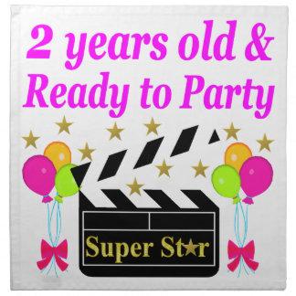 2歳はすごい星をパーティを楽しむために用意し、 ナプキンクロス