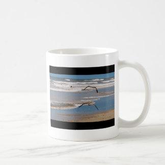 2羽のカモメ飛行 コーヒーマグカップ