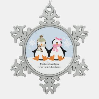 2羽のペンギンの軍のテーマのクリスマス スノーフレークピューターオーナメント