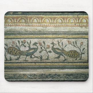 2羽の孔雀、mosaからの装飾的なボーダー詳細 マウスパッド