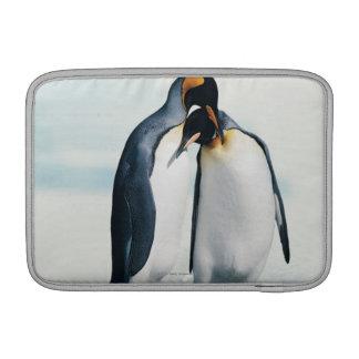 2羽の愛情深いペンギン MacBook スリーブ