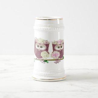 2羽の花嫁のかわいい結婚式のフクロウの芸術 ビールジョッキ