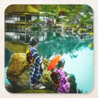 2芸者は公園のヴィンテージ日本で日を楽しみます スクエアペーパーコースター