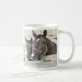 2頭の馬Chewin塀 コーヒーマグカップ