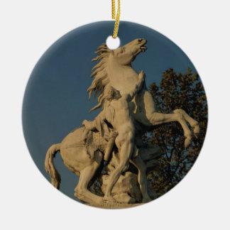 2頭の「泥灰質の馬」のoriginallの1つのレプリカ セラミックオーナメント