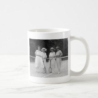 20年代のテニスのファッション コーヒーマグカップ
