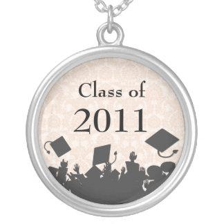 2011年の群集卒業のクラスを投げるダマスク織の帽子 シルバープレートネックレス