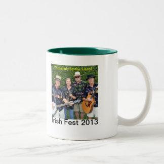 2013人の年配の兄弟バンド記念するマグ ツートーンマグカップ