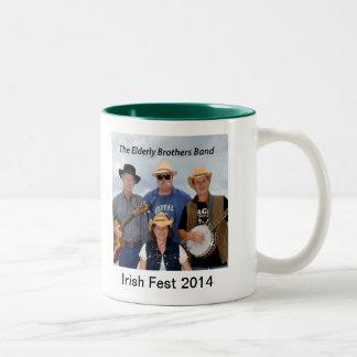 2014人の年配の兄弟バンド記念するマグ ツートーンマグカップ