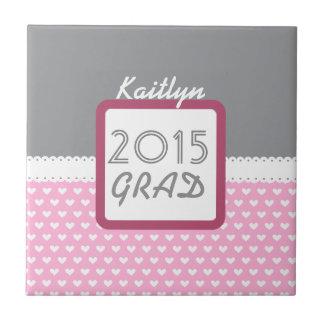 2015年または年の灰色およびピンクのハートのクラス タイル