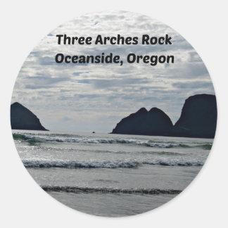 3つのアーチの石、オーシャンサイド、オレゴン ラウンドシール