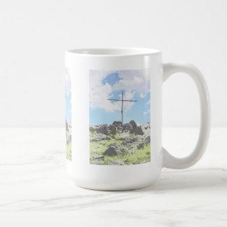 3つの丘の頂上の十字 コーヒーマグカップ