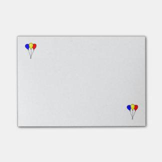 3つの多彩なパーティの気球のポスト・イット ポストイット