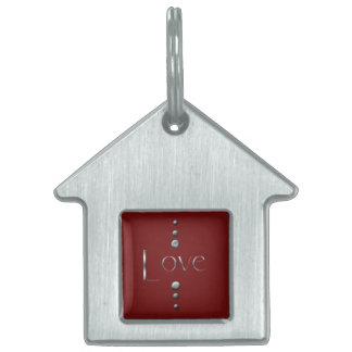 3つの点のバーガンディの銀製のブロック愛及び背景 ペットネームタグ