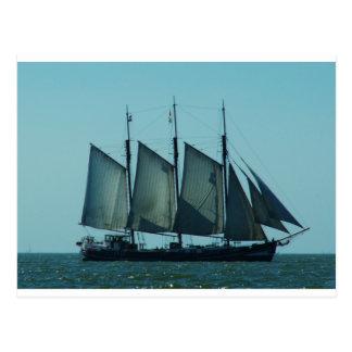 3マストを立てられていた帆船 ポストカード