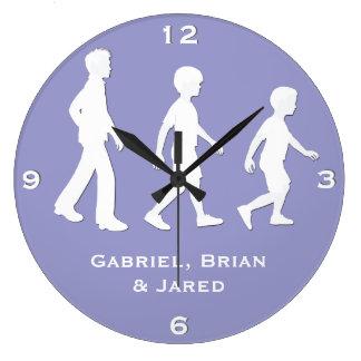 3人の兄弟: ペーパー排気切替器のスタイルの男の子 ラージ壁時計