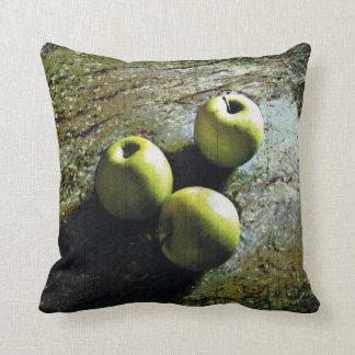3個の緑のりんご クッション