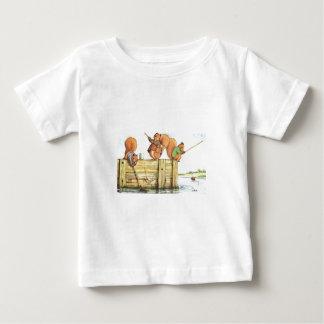 3匹のリスの採取 ベビーTシャツ