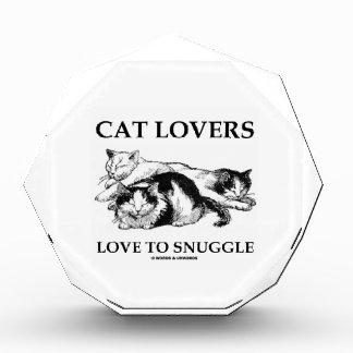 3匹の猫に寄添う猫好き愛 表彰盾